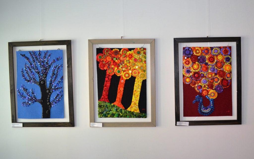 Taidetta Anne Helttusen näyttelyssä.